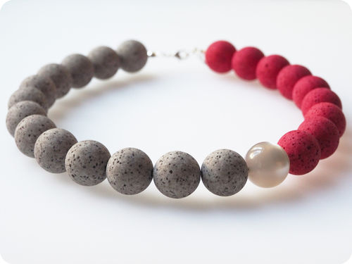 Polariskette grau rot Collier